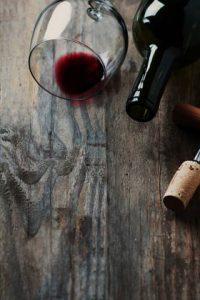 вино на столе